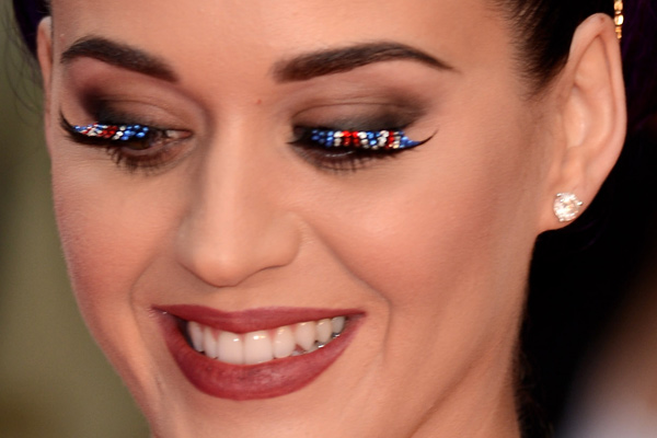 katy-perry-cilios-uk-premiere-02
