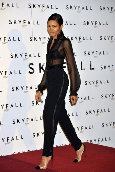 naomie-harris-and-christian-louboutin-bis-un-bout-pumps-gallery