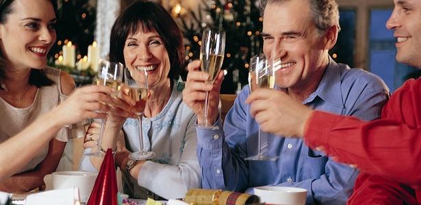 familia-comemorando-o-natal-1292624756278_615x300